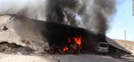 İdlib'de hastanelere hava saldırısı!
