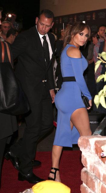 Jennifer Lopez''in mavi tercihi