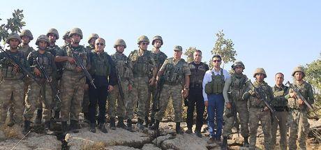 Validen operasyon bölgesindeki askerlere moral ziyareti