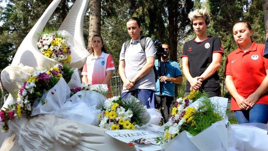 Kadın basketbolcular, Özgecan'ı ziyaret etti