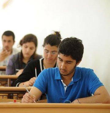 """Önceki gün Cumhurbaşkanı Recep Tayyip Erdoğan'ın üniversiteye giriş sınavlarıyla ilgili değişiklik olacağı açıklamasının ardından Milli Eğitim Bakanı İsmet Yılmaz'ın da """"Programımızda birden fazla sınav yapın yazıyor"""" demesi, üniversiteye geçişte yeni sistem mi geliyor tartışmasını başlattı"""