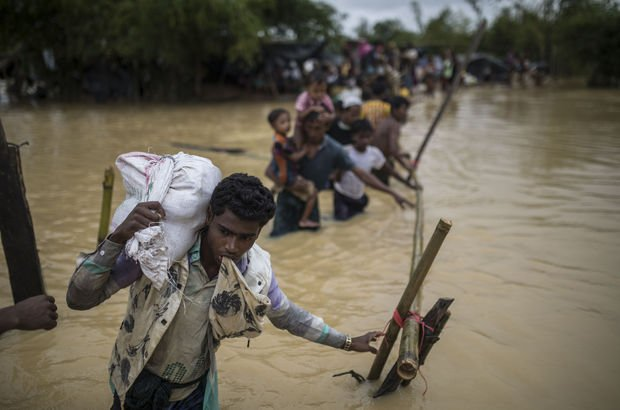 Budistler Arakanlı Müslümanlar yardım götüren gemiye saldırı