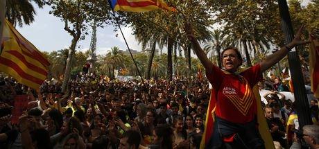 İspanya Katalonya'ya karşı ilk kez sert tepki gösterdi
