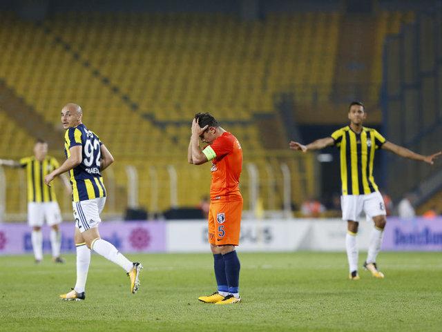 Emre Belözoğlu, bir gün Fenerbahçe'de çalışmak istediğini açıkladı
