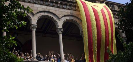 Bağımsızlık yanlısı öğrenciler Barselona Üniversitesi'ni işgal etti!