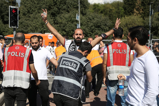 Beşiktaşlı taraftarlar Kadıköy'e gitti