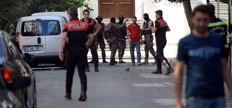 Bağcılar'da polis ile şüpheli arasında çatışma