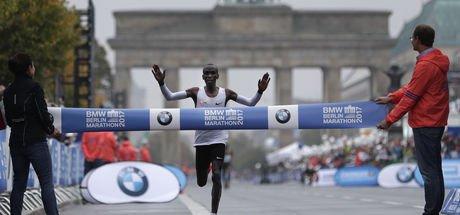 Berlin 2017 Maratonu'nu Eliud Kipchoge kazandı