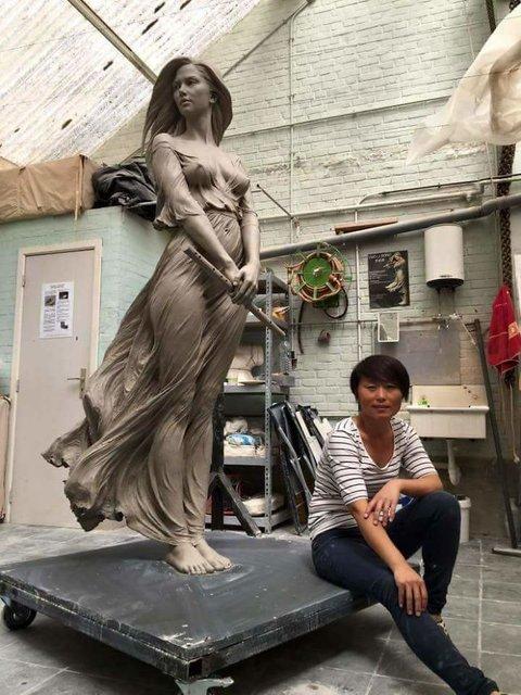 Luo Li Rong, Barok ve Rönesans teknikleriyle bugünün heykellerini işliyor