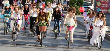 Kırıkkale'de 'Süslü Kadınlar Bisiklet Turu'na yoğun ilgi