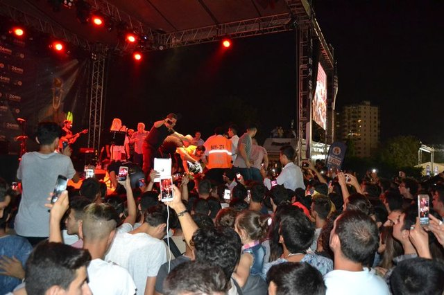 Adana'daki Aleyna Tilki konserinde olay çıktı