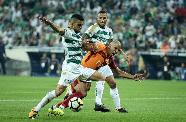 Feghouli: Şükürler olsun Galatasaray'dayım
