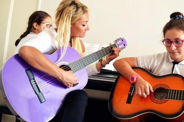 Şarkıcı Zeynep