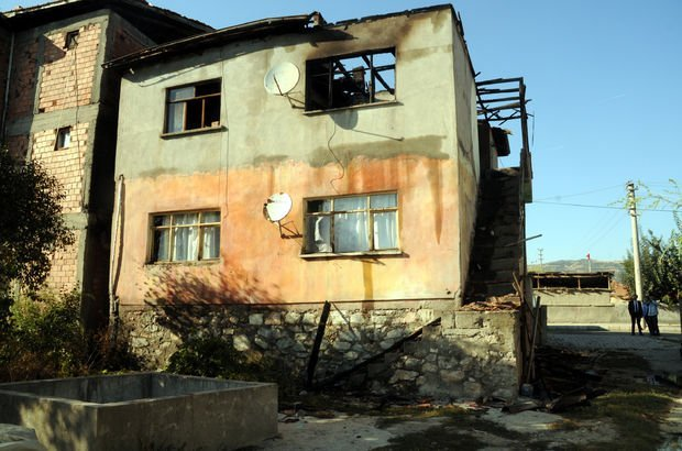 2 kadından birini öldürüp, diğerini yaraladı, evi ateşe verip kaçtı