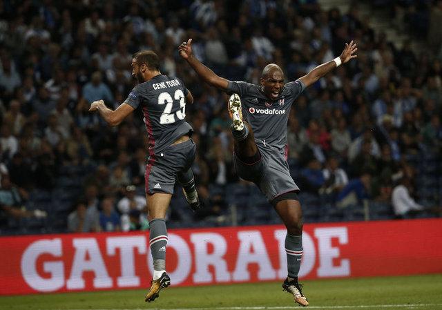 Tottenham Hotspur ve Newcastle United, Cenk Tosun'un peşinde
