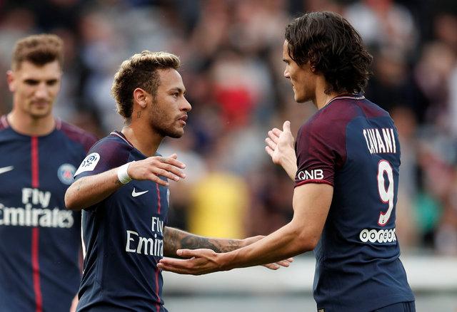 PSG'de Neymar penaltı golü sonrasında Cavani'ye sarıldı