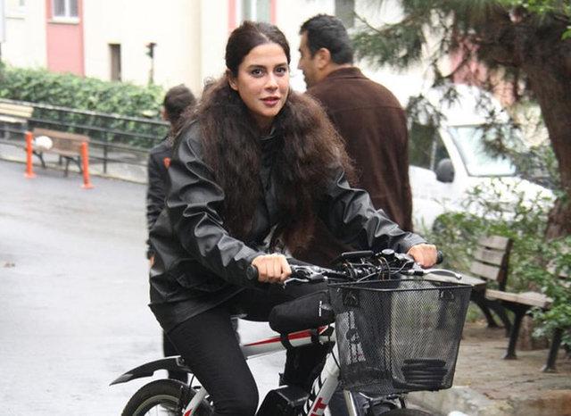 Asena Tuğal: Arabayı sattım 1 yıldır elektrikli bisiklete biniyorum