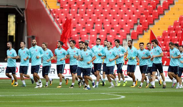 A Milli Takım, İzlanda Türkiye maçı için Antalya'da toplandı