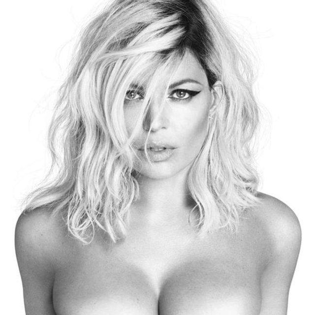 Fergie çırılçıplak poz verdi