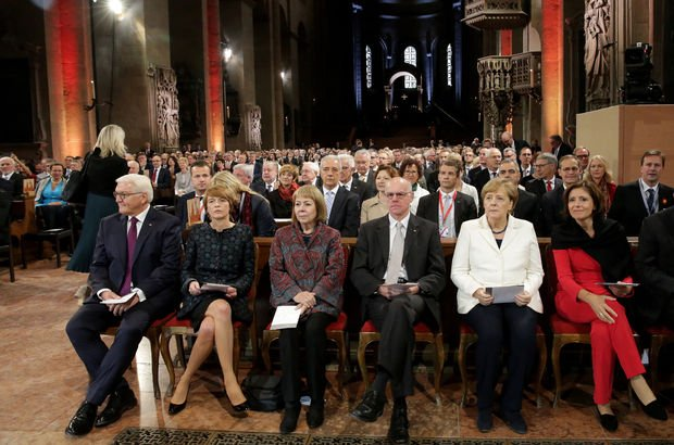 Almanya, Doğu ve Batı Almanya'nın birleşmesini kutladı