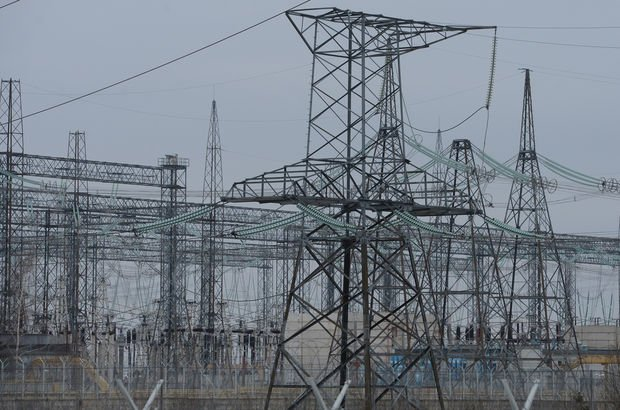 Elektrikçileri 'cepçi' çarptı