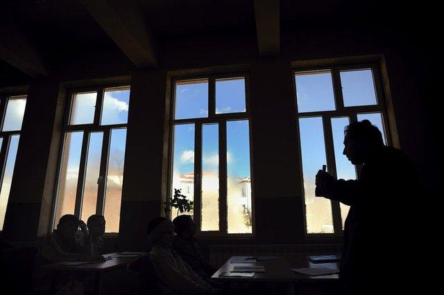 Türk öğretmeni yoksul ama saygın