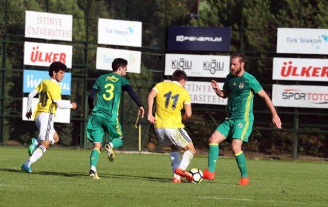 Fenerbahçeli oyuncular antrenman maçı yaptı