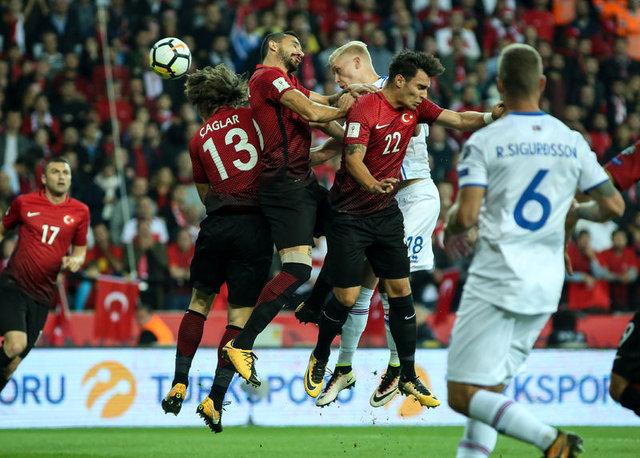 Yılmaz Vural'ın yorumları Türkiye-İzlanda maçına damga vurdu