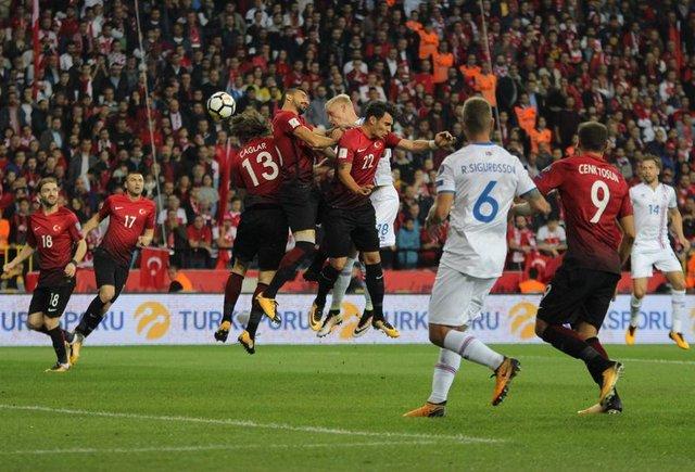 Erman Toroğlu'ndan Türkiye-İzlanda maçı yorumu