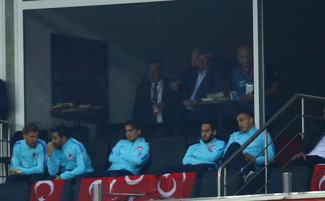 İzlanda'ya 3-0 yenilen Milli Takım'da Lucescu'nun tercihleri şaşırttı