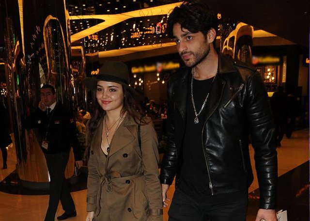 Ekin Mert Daymaz, yakın arkadaşı Mehmet Dinçerler ile eski sevgilisi Hande Erçel'in birlikteliğine tepkili...