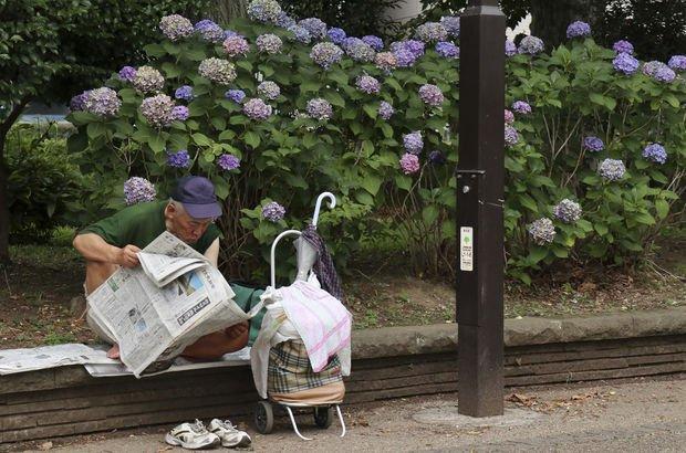 Toprağa gömüldüğünde çiçeklenen gazetenin satışı arttı