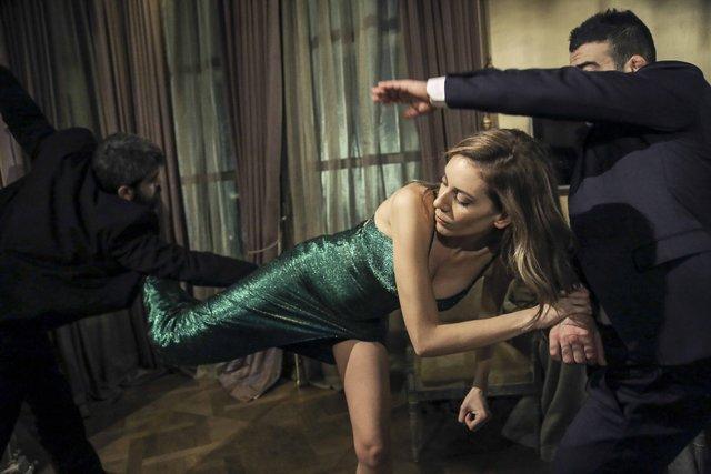 'Yüz Yüze'ye Sinem Kobal'ın eylem sahneleri mühür vuracak