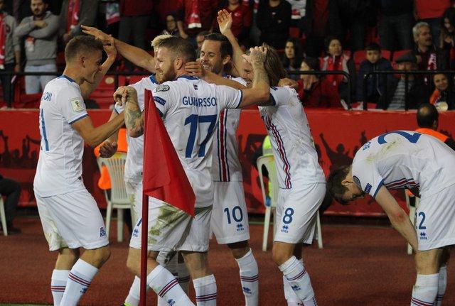 Türkiye'yi 3-0 yenen İzlanda'da altyapı oyuncuları dikkat çekiyor