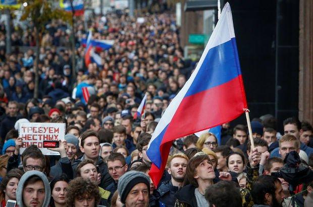 Muhaliflerden Putin'e doğum günü protestosu!