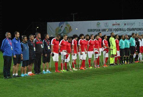 """""""Futbol kahramanlarına destek verelim"""""""