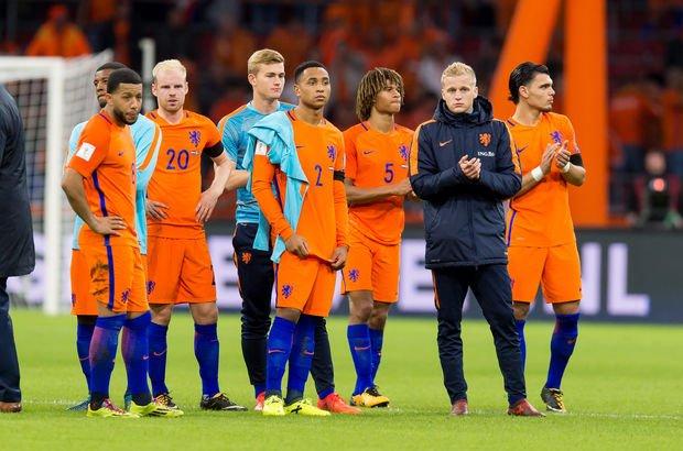Hollanda'da çöküş sürüyor