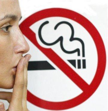 Yeşilay Genel Müdürü Yılmaz, elektronik sigarada, nikotinin yanı sıra kimyasal maddeler ve zararlı partiküller bulunduğunu belirterek, ürünü pazarlayan tütün endüstrisinin ana hedef kitlesini gençlerin oluşturduğunu söyledi