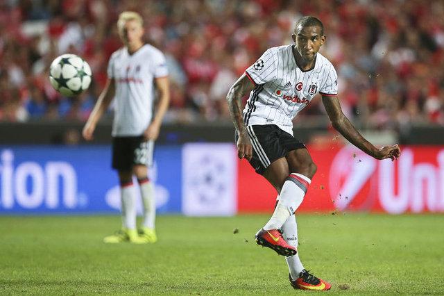 Benficalı taraftarlar Talisca'yı tehdit etti