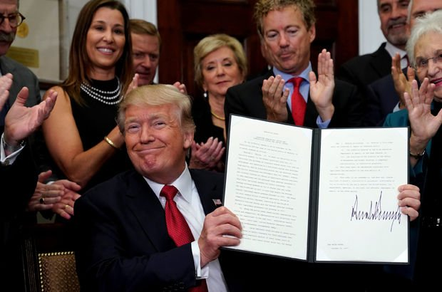 Trump, Obamacare karşıtı kararnameyi imzalamayı unuttu