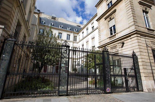 Fransa'da Sosyalist Parti batmak üzere: Parti binası satışa çıktı!