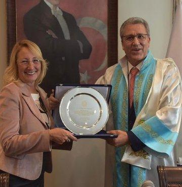 Ege Üniversitesi'nde Rektör Necdet Budak görevi devraldı