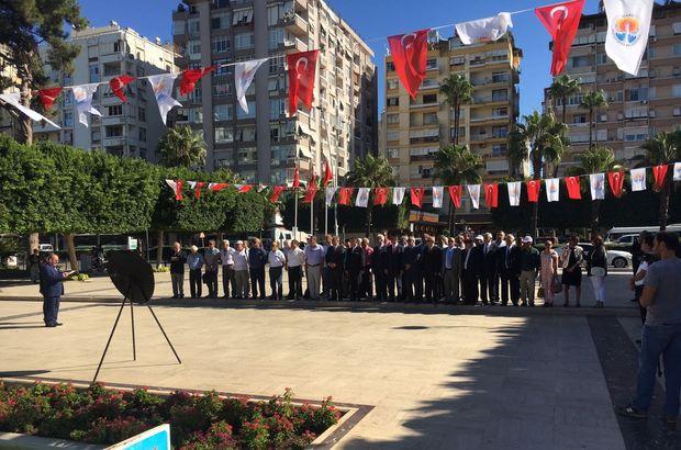 Adana'da konuşma yapan şube başkanı Atatürk büstüne sırtını dönemedi