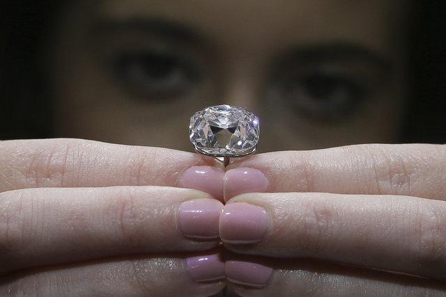 Pembe elmas açık artırmayla satılıyor