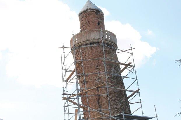 Pisa Kulesi'nden daha eğik olan