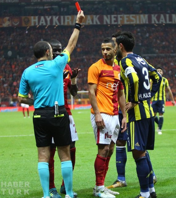 Cüneyt Çakır'ın Galatasaray - Fenerbahçe maçındaki tartışmalı kararları