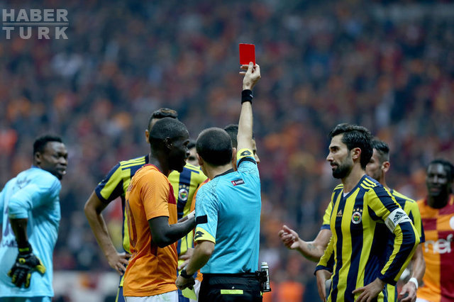 Galatasaray - Fenerbahçe derbisine Cüneyt Çakır'ın kararları damga vurdu