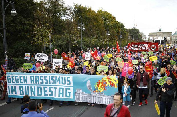 Berlin'de ırkçılığa karşı yürüdüler