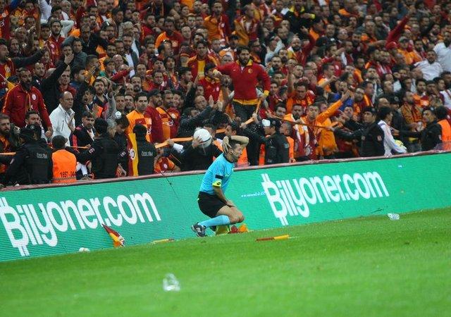 Cüneyt Çakır'ın Galatasaray-Fenerbahçe maçı derbi notu belli oldu! | Hatıra kitabında Tarık Ongun'un Fenerbahçeli olduğu iddia edildi