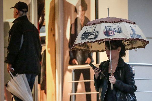İstanbul'da sağanak yağmur hayatı olumsuz etkiledi